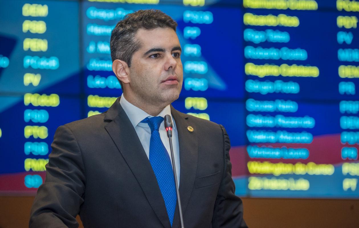 Adriano anuncia ação na Justiça contra aumento de impostos no MA