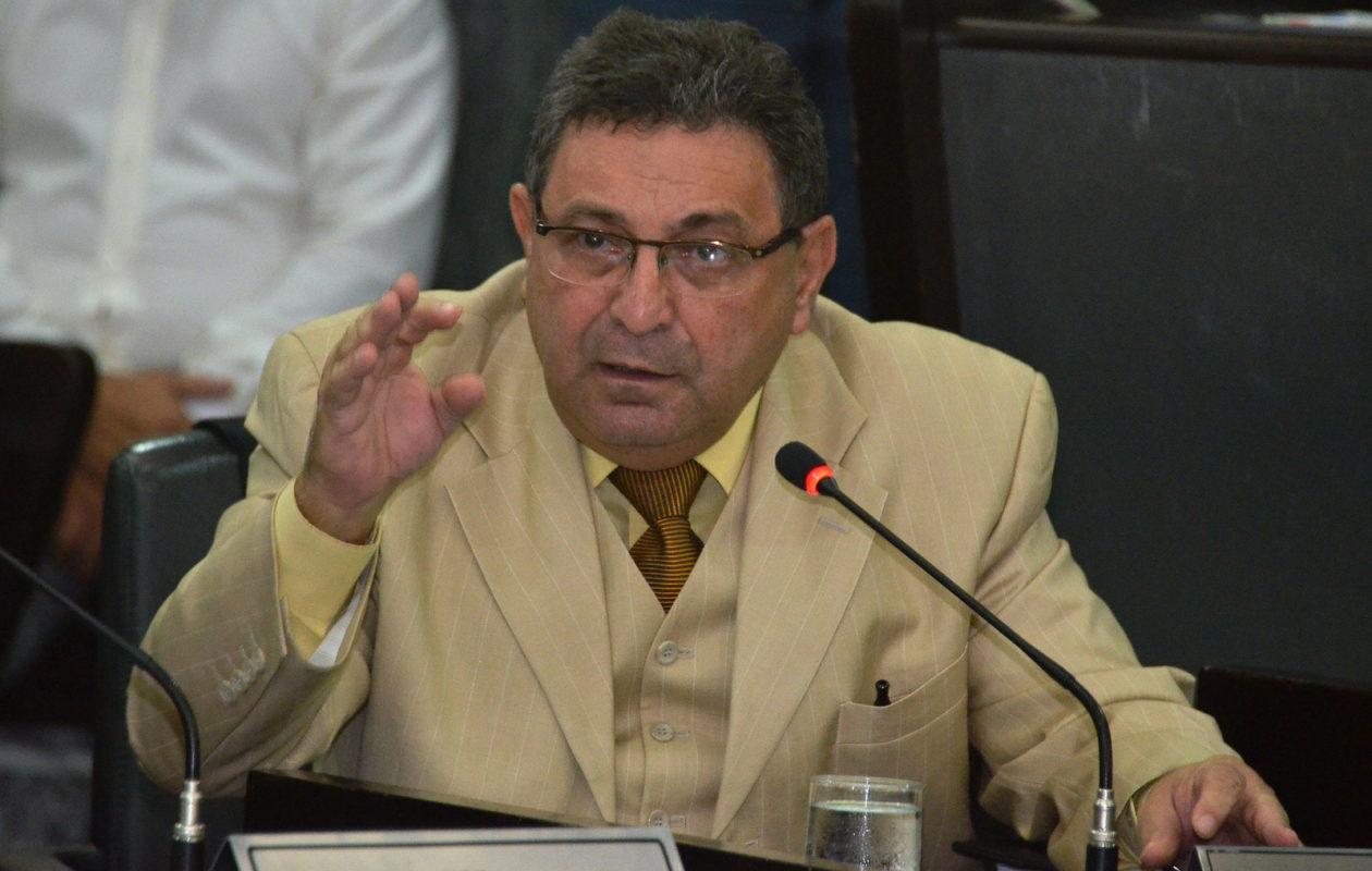 Bayma manda ação penal contra Gil Cutrim à primeira instância