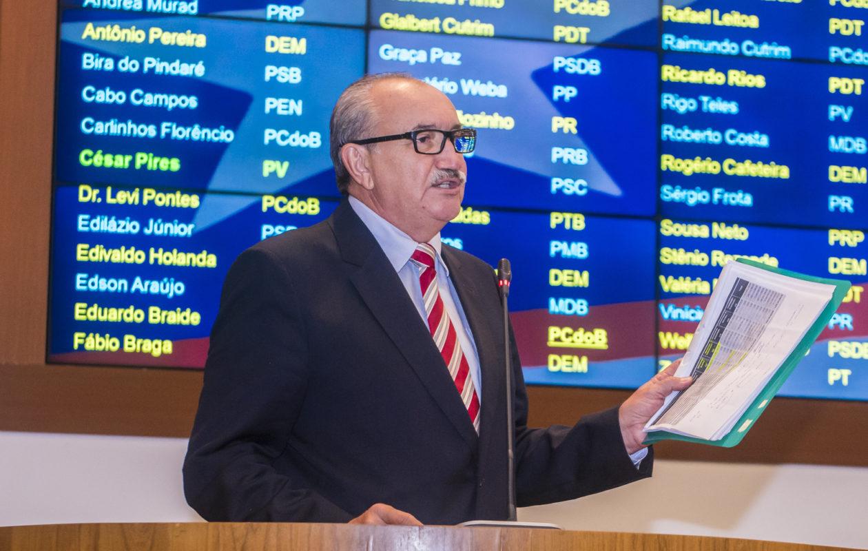 César Pires aponta improbidade de Dino e Camarão com recursos do Fundeb