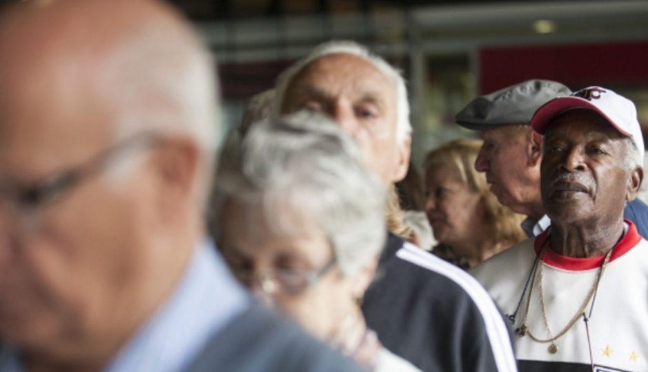 Pesquisa CNDL/SPC Brasil diz que 43% dos idosos respondem pelo sustento da casa