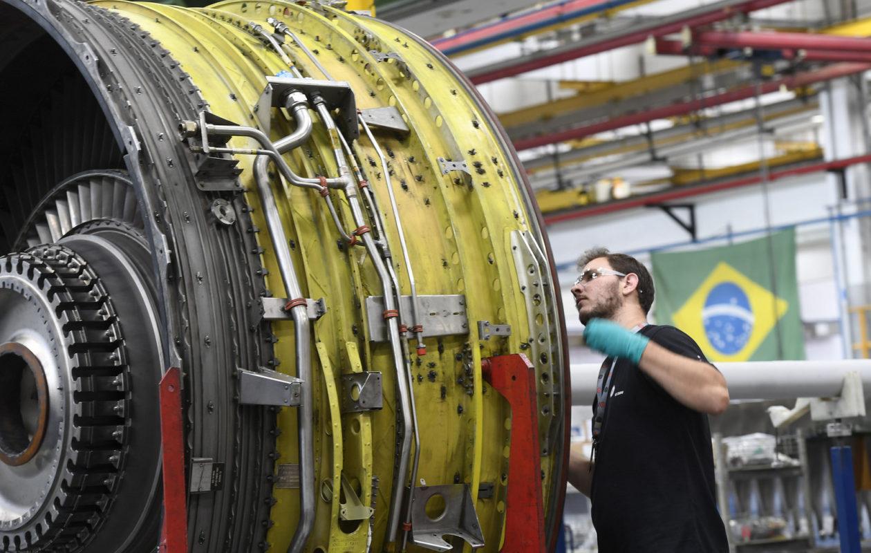 Faturamento da indústria cai 2,2% e emprego recua 0,2%, aponta CNI
