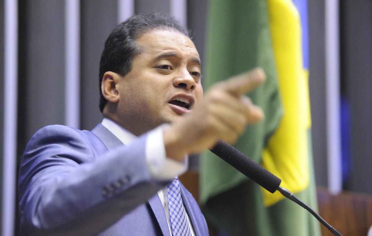 Parecer recomenda desaprovação de contas de Weverton e devolução de R$ 63,6 mil