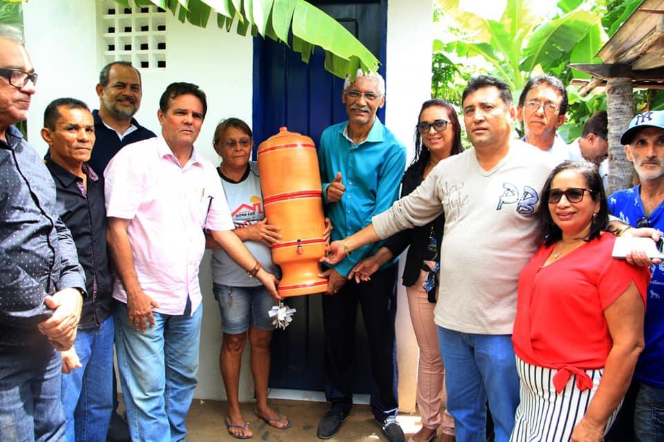 Dutra é alvo de fake news após entrega simbólica de kits sanitários