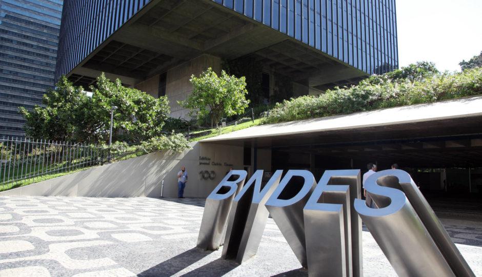 Fribal e Dimensão na lista de jatinhos financiados com dinheiro do BNDES