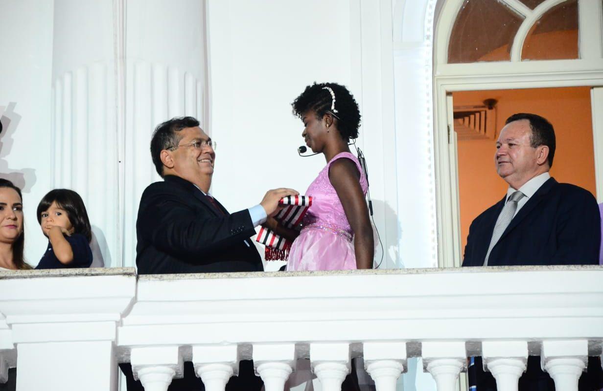 Governo Dino ignorou LGBTs e idosos em cerimônia de recondução
