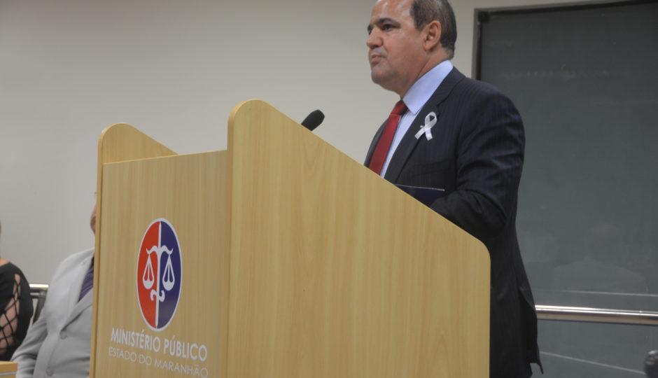 """Abdon Marinho sobre indício de nepotismo na PGJ: """"Casa de ferreiro, espeto de pau"""""""