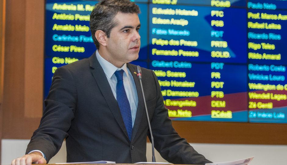"""""""Legado comunista será perder a concessão do Itaqui"""", diz Adriano"""