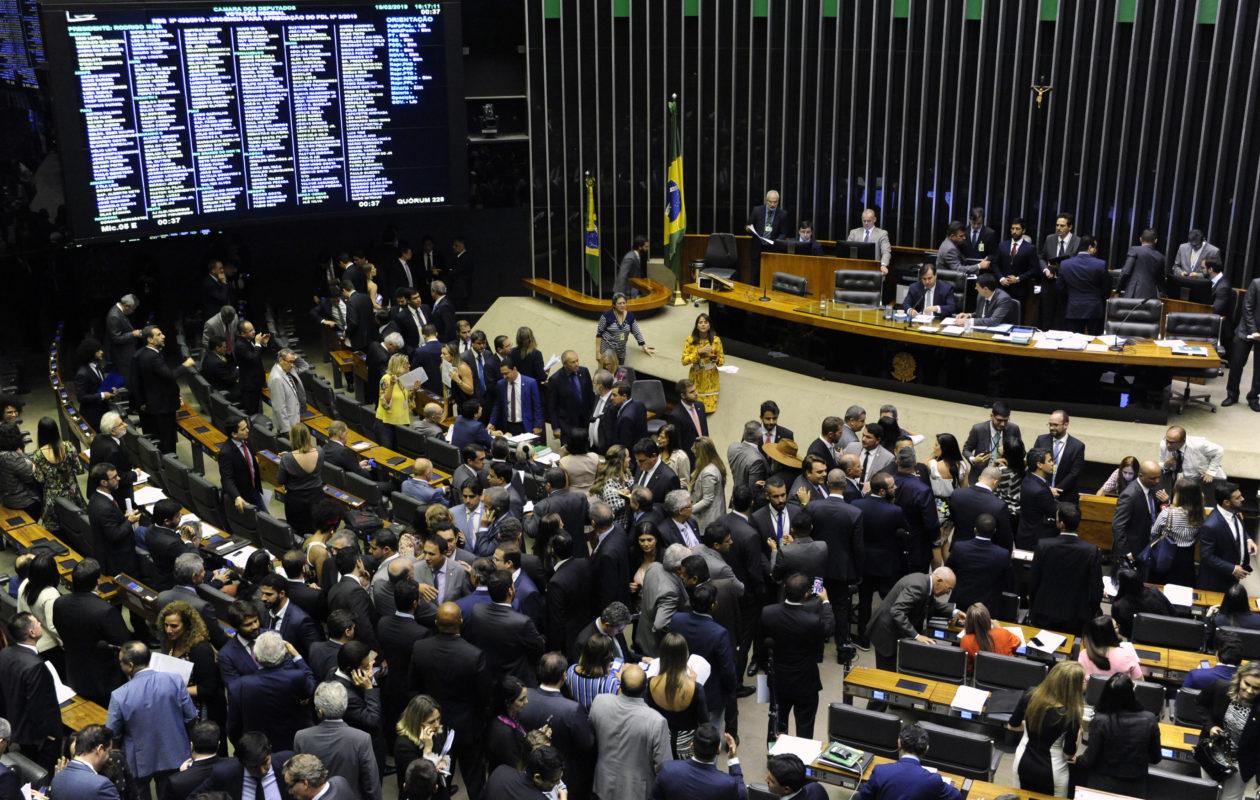 Câmara derruba mudança na LAI e impõe primeira derrota ao governo