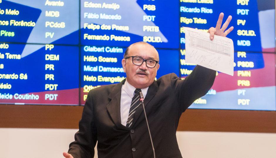 César Pires volta a cobrar Flávio Dino por solução para crise no Fepa