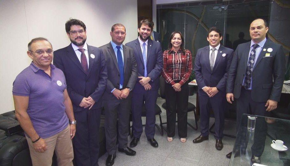 Eliziane discute melhorias para São Luís com comitiva de vereadores