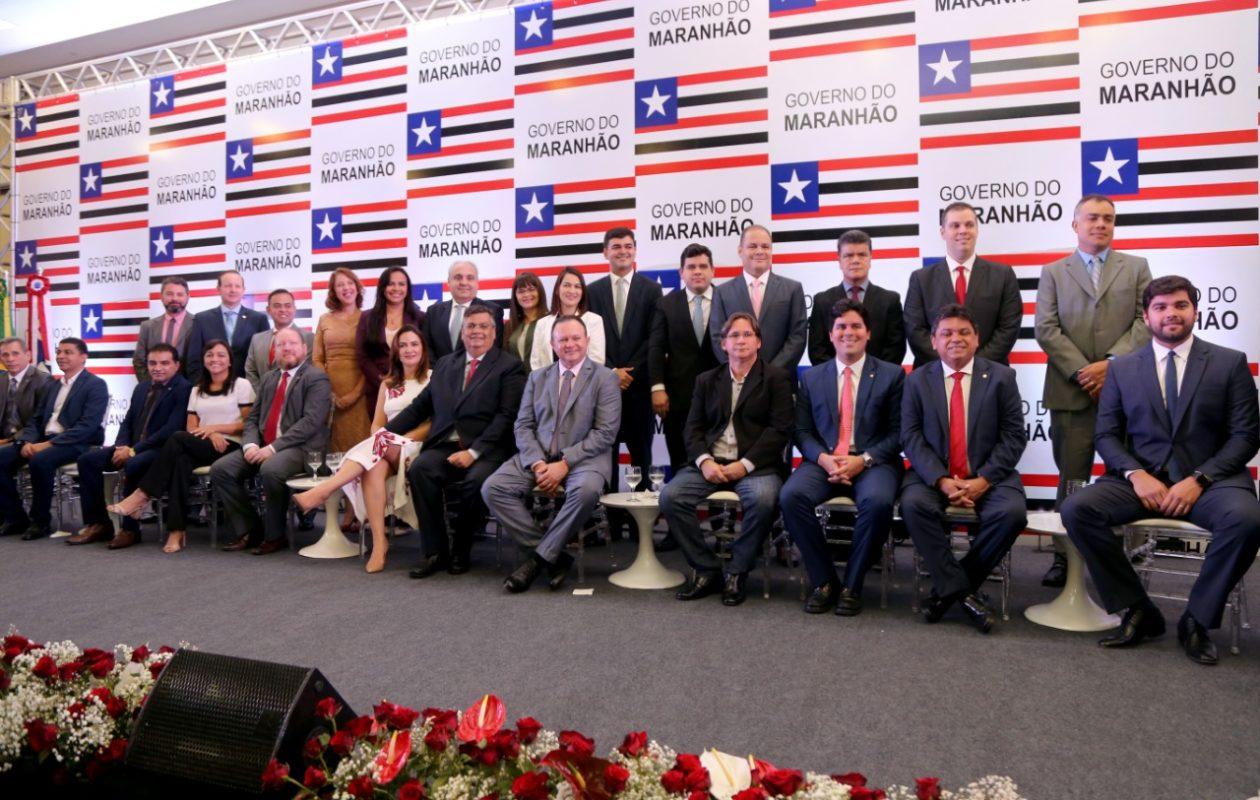 Flávio Dino dá posse a 14 secretários e gestores do primeiro escalão