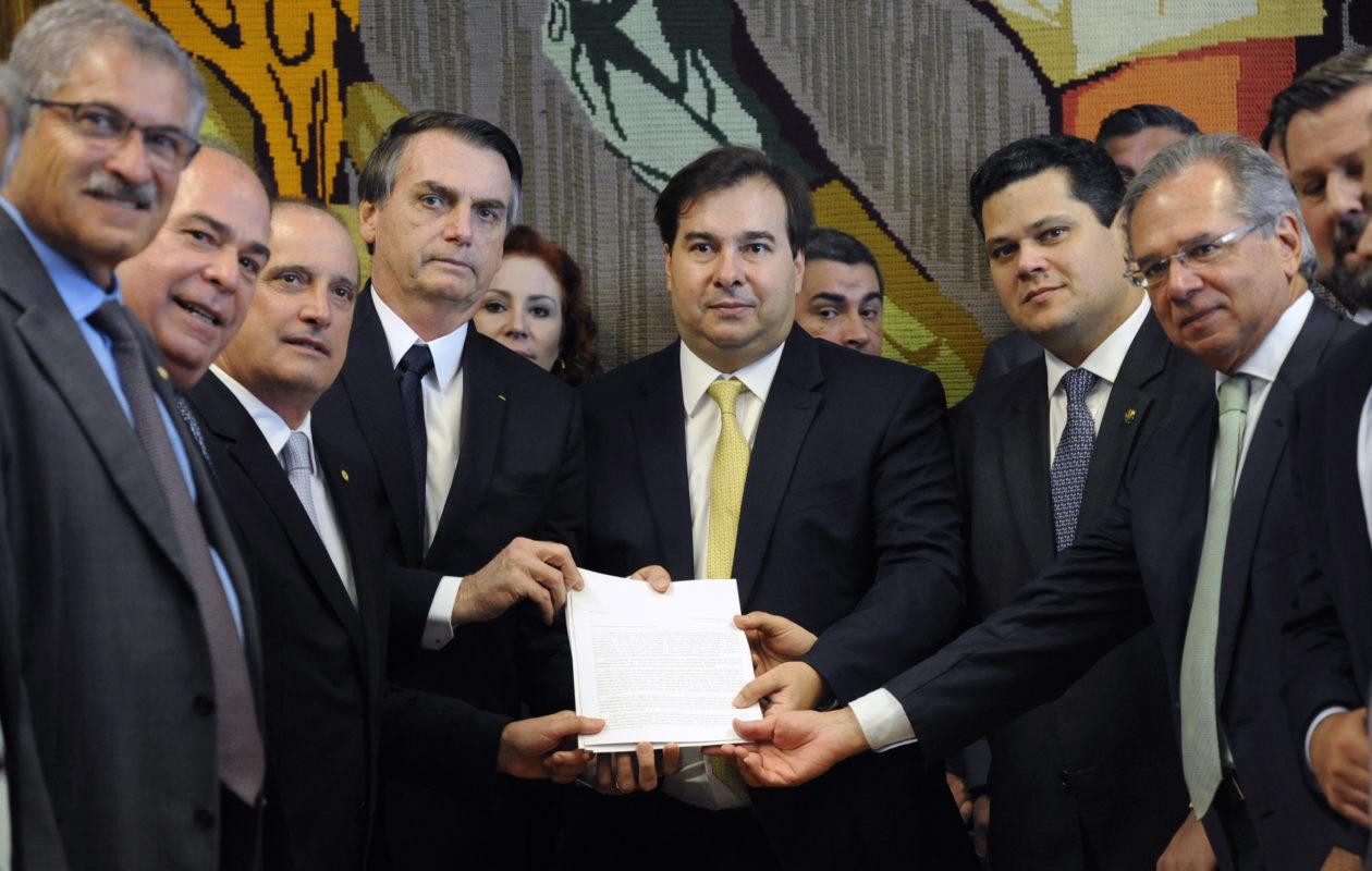 Jair Bolsonaro entrega ao Congresso proposta de reforma da Previdência