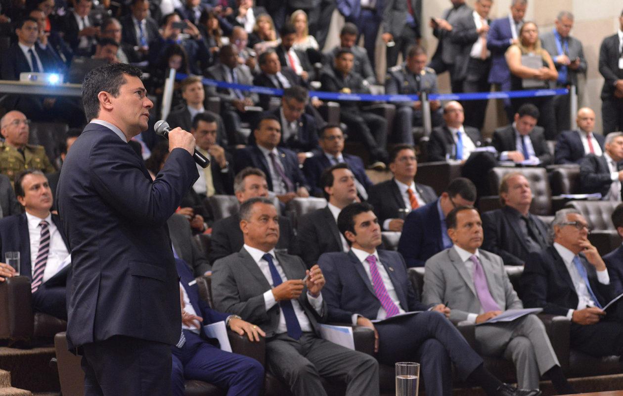 Moro apresenta projeto de lei anticrime; Dino é representado por Portela