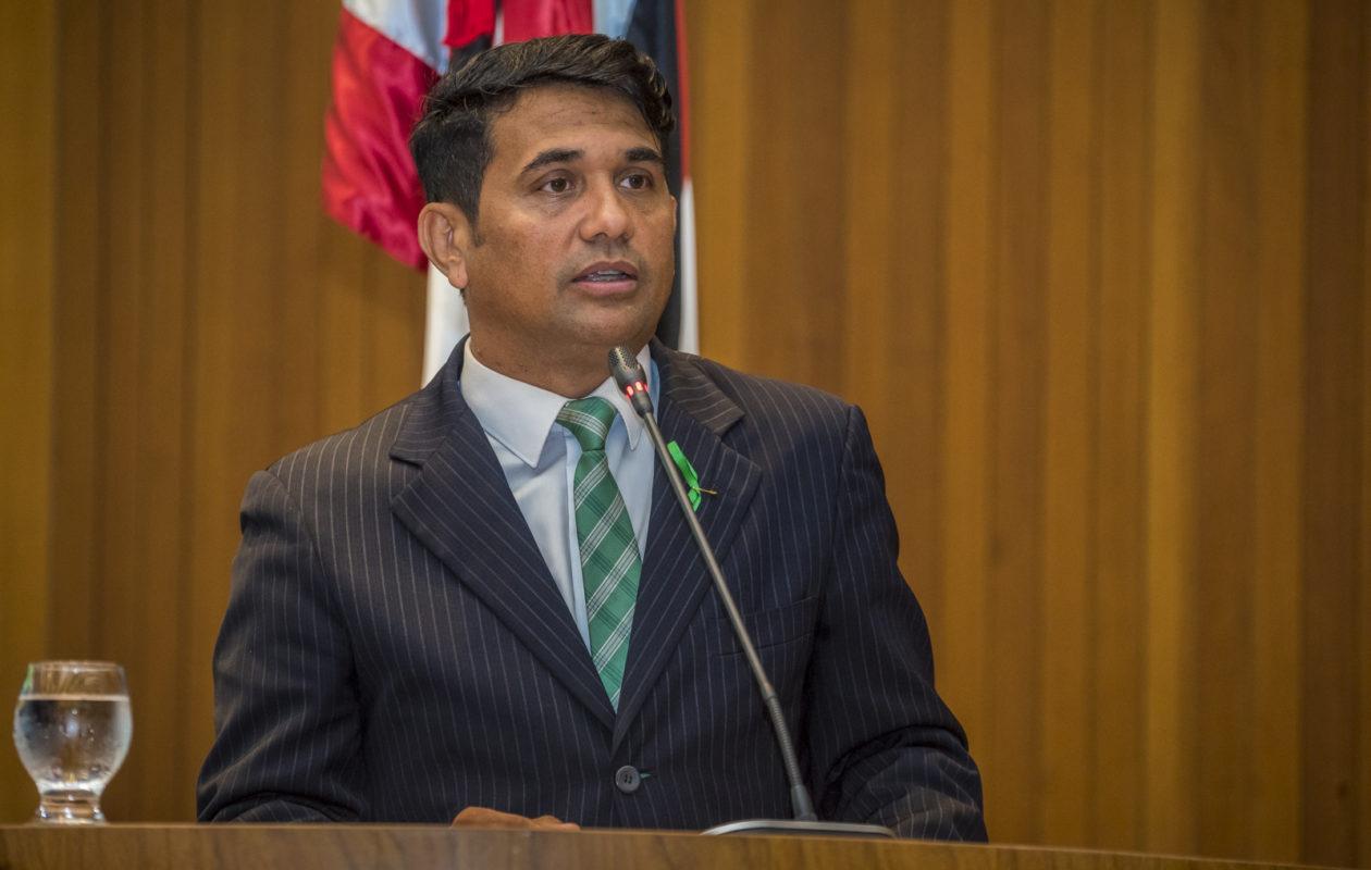 Com provas, Wellington cobra explicação sobre ataques de milícia virtual; Duarte foge