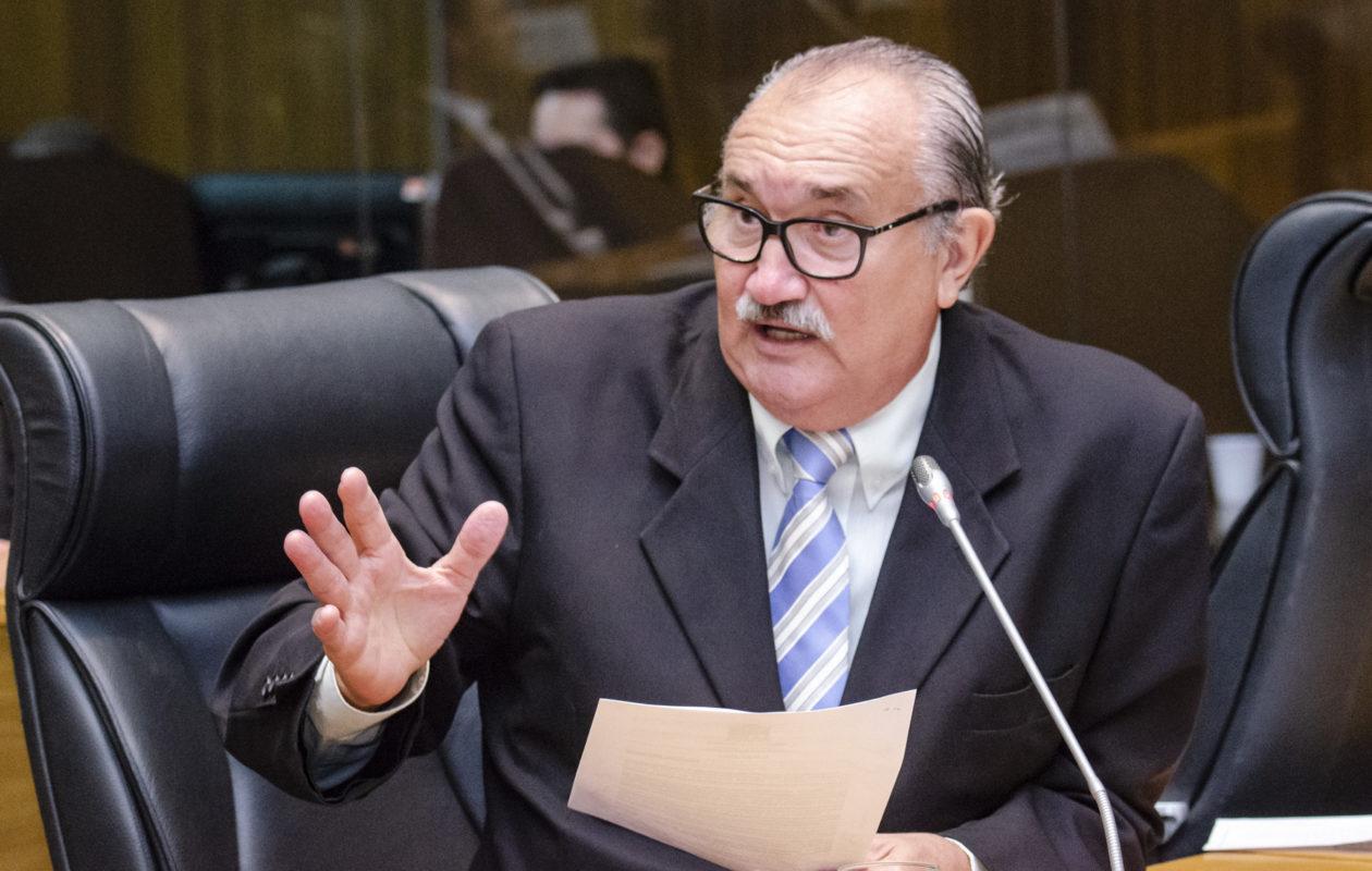 César Pires volta a criticar Dino por reforma da Previdência: 'Maldade pura'