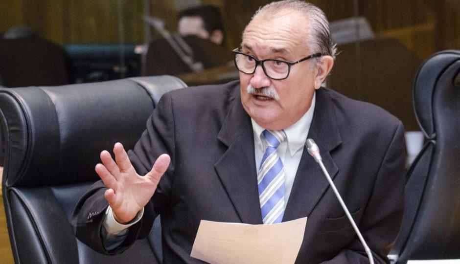 César Pires quer informações sobre controle da água mineral consumida no MA