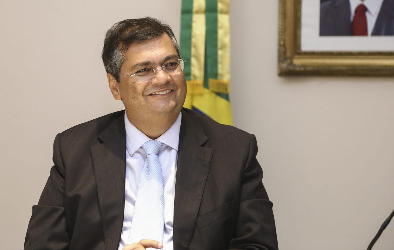Pré-candidatura de Flávio Dino à Presidência é repercutida por filho de Bolsonaro