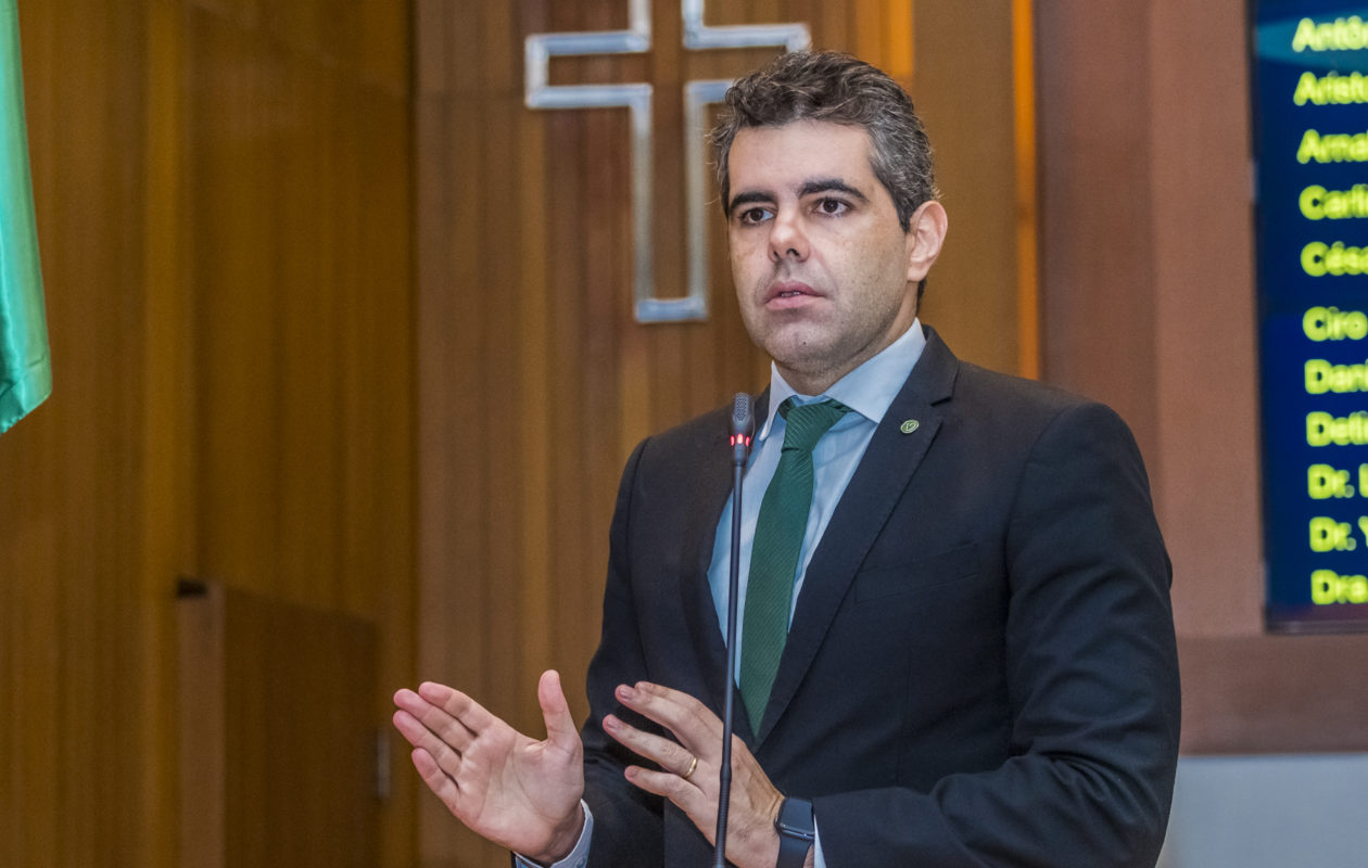 Adriano alerta para falência nas contas públicas do Maranhão