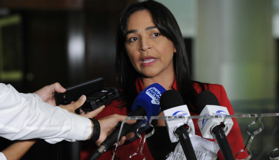 Eliziane protocola novo projeto para sustar decreto pró-armas de Bolsonaro