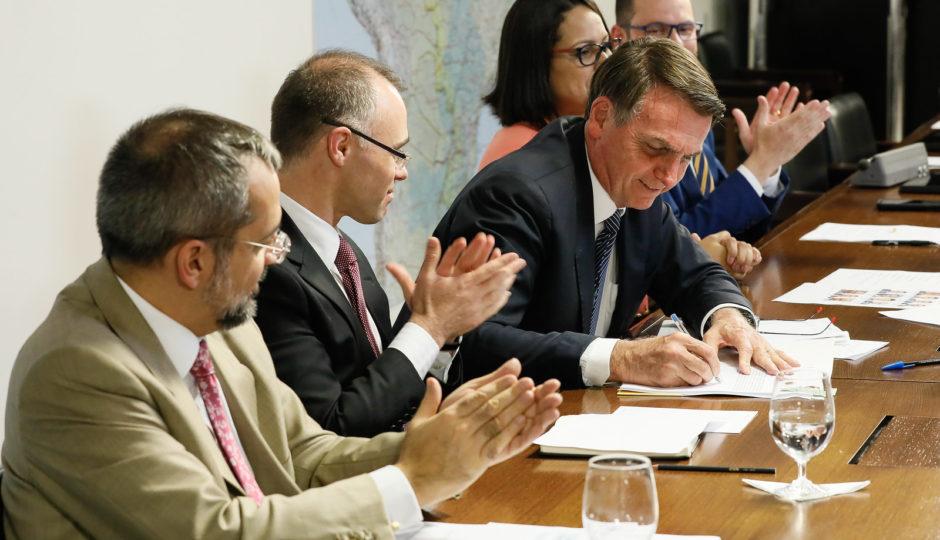 Bolsonaro retira sigilo bancário em operações que envolvam recursos públicos