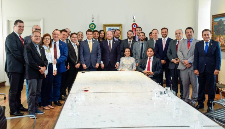 Governador em exercício, Othelino recebe deputados no Palácio dos Leões