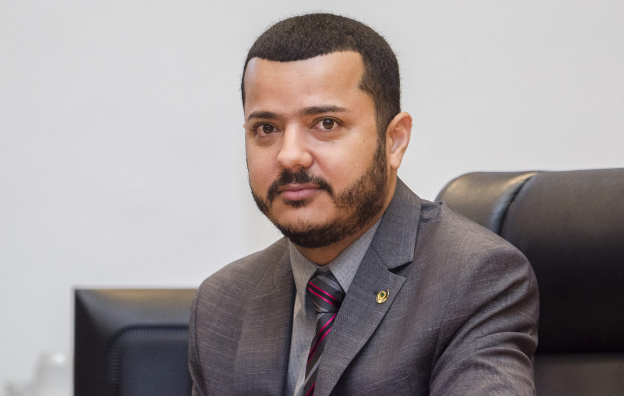 Pará Figueiredo propõe maior honraria do Legislativo ao pai, presidente do TJ