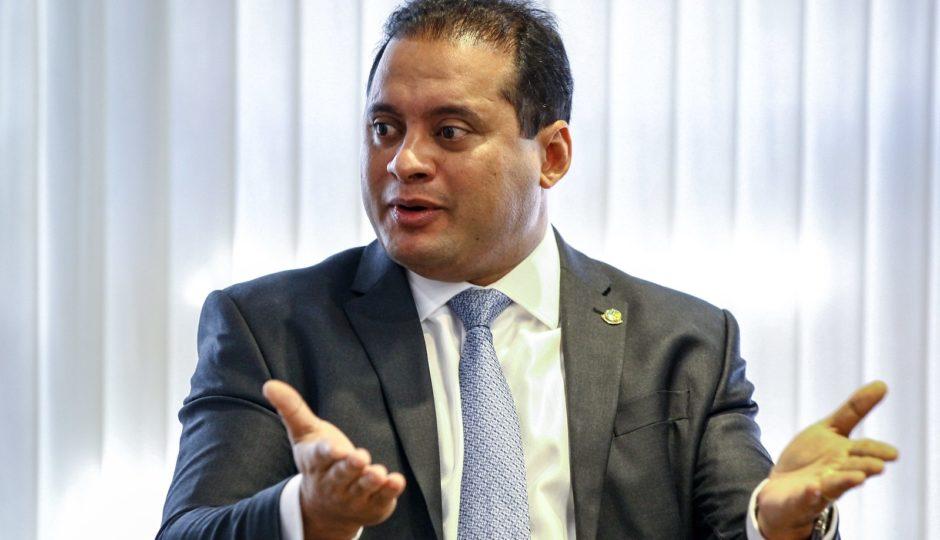 TRE adia julgamento de embargos de Weverton na 'Farra dos Capelães'