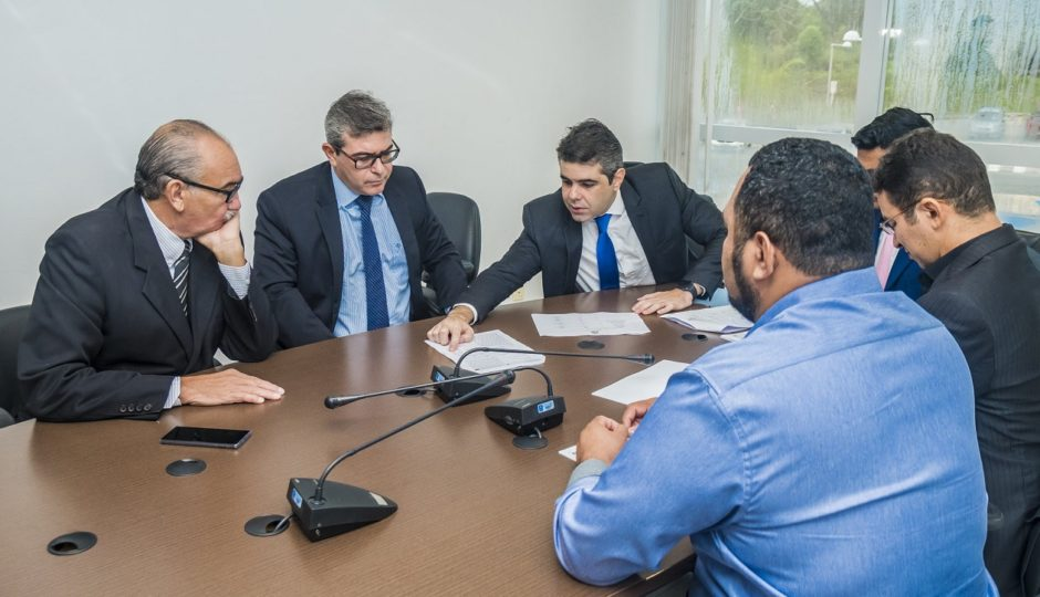 Adriano apresenta emenda contra diminuição salarial da Polícia Civil