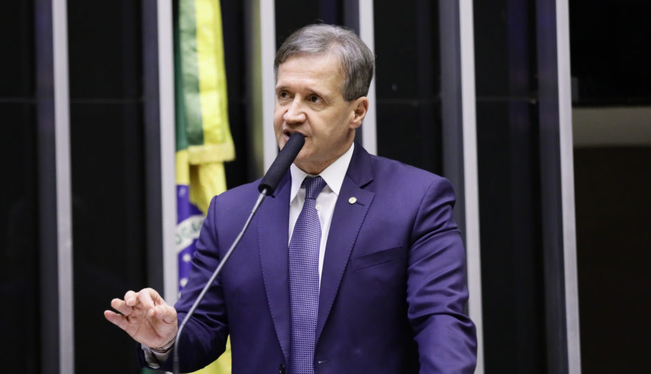 Aluísio diz que decretará prisão de Portela se ele 'faltar com o respeito' na Câmara