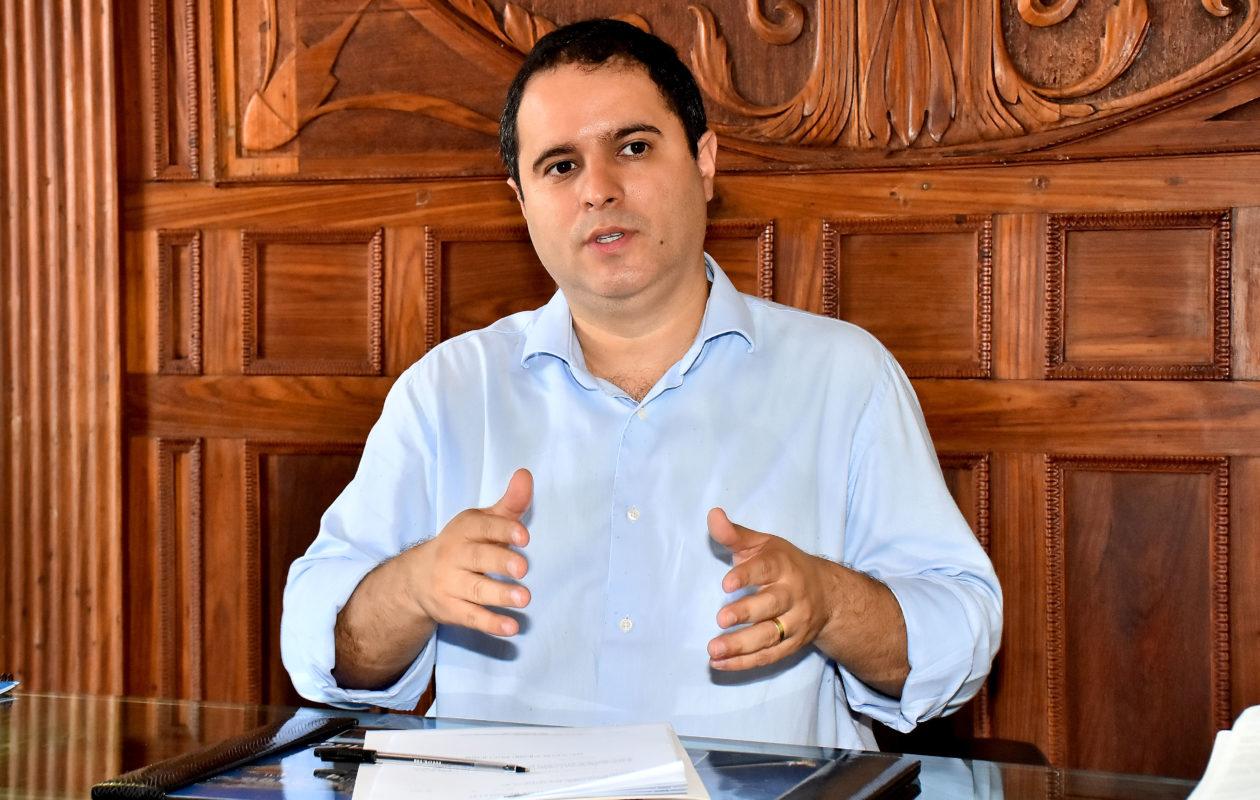 Edivaldo acerta contrato de R$ 3,1 milhões para micro revestimento de asfalto