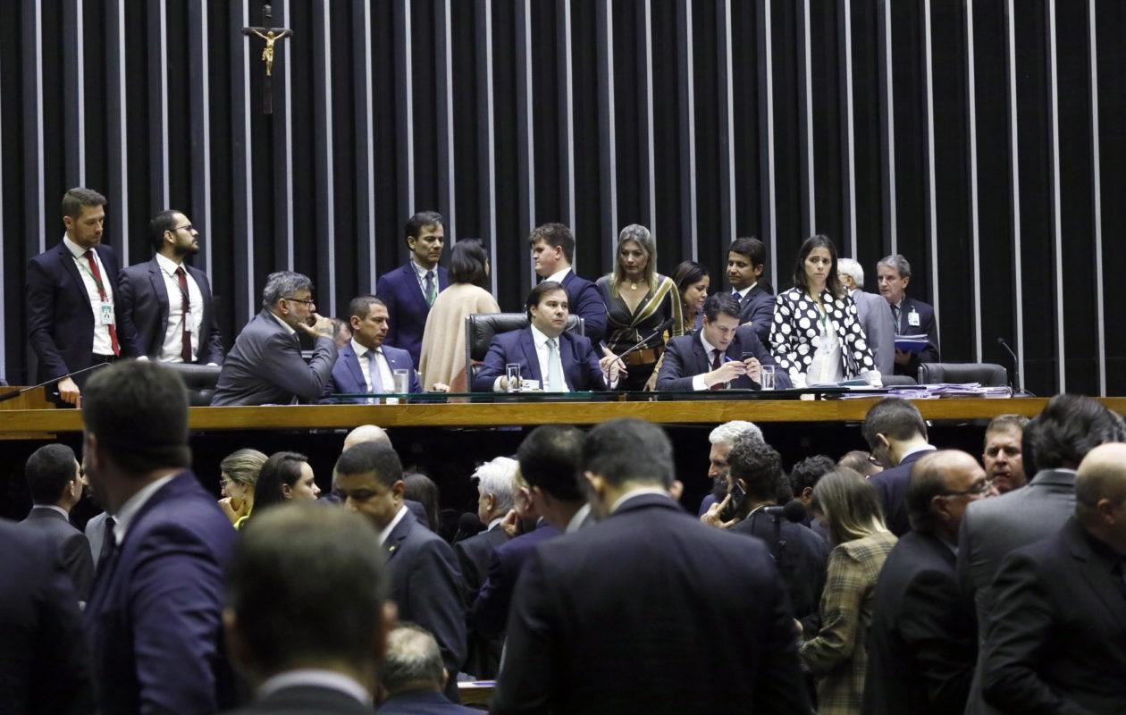 Câmara aprova texto-base que aumenta limite para contratações sem licitação