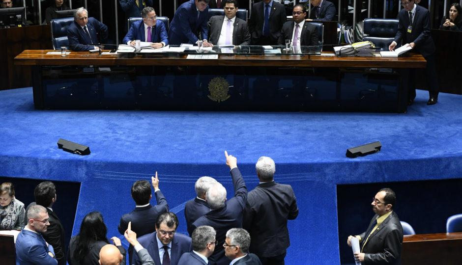 Senado derruba decreto pró-armas de Bolsonaro