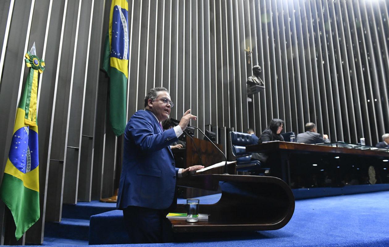 Pelo Maranhão, apenas Roberto Rocha votou a favor do decreto pró-armas