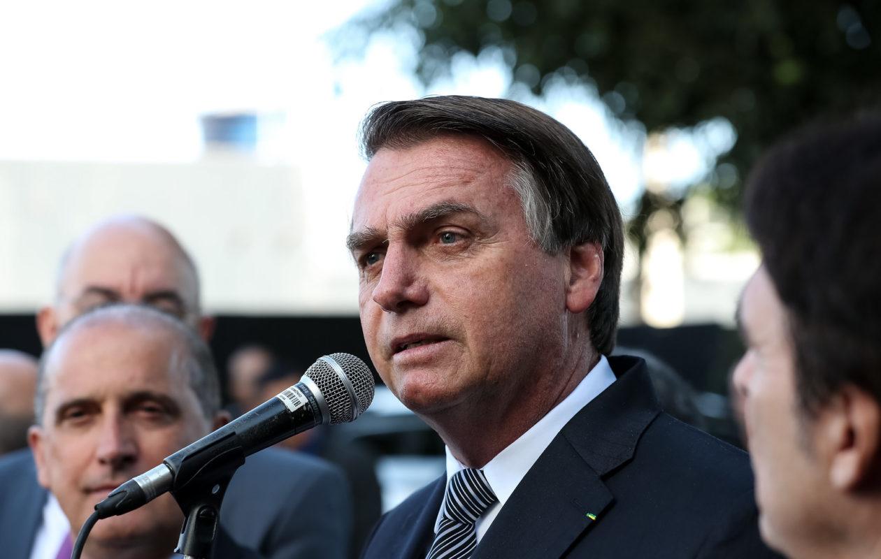 Bolsonaro nega crítica a nordestinos e diz que Dino é intragável