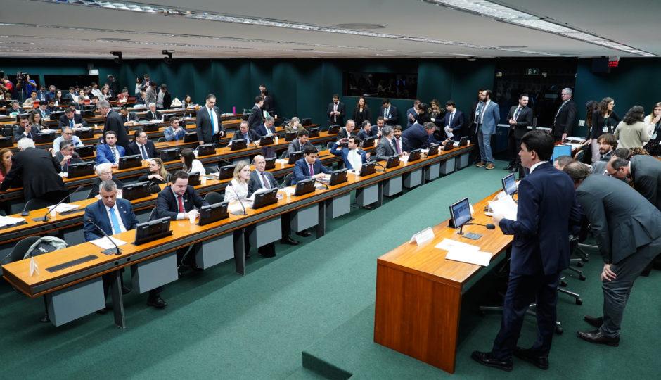 Sem participação de deputados do MA, texto-base da reforma da Previdência é aprovado