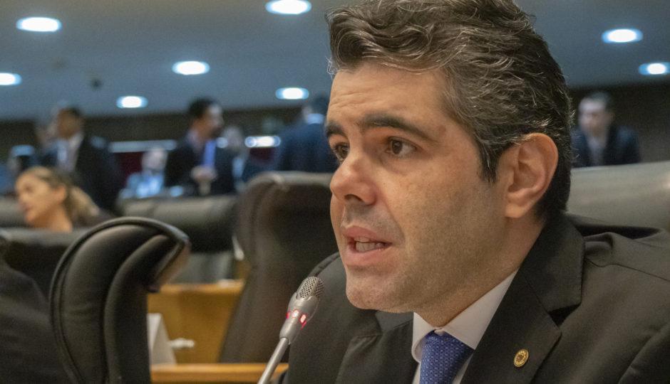 Adriano inova e lança projeto de emendas participativas