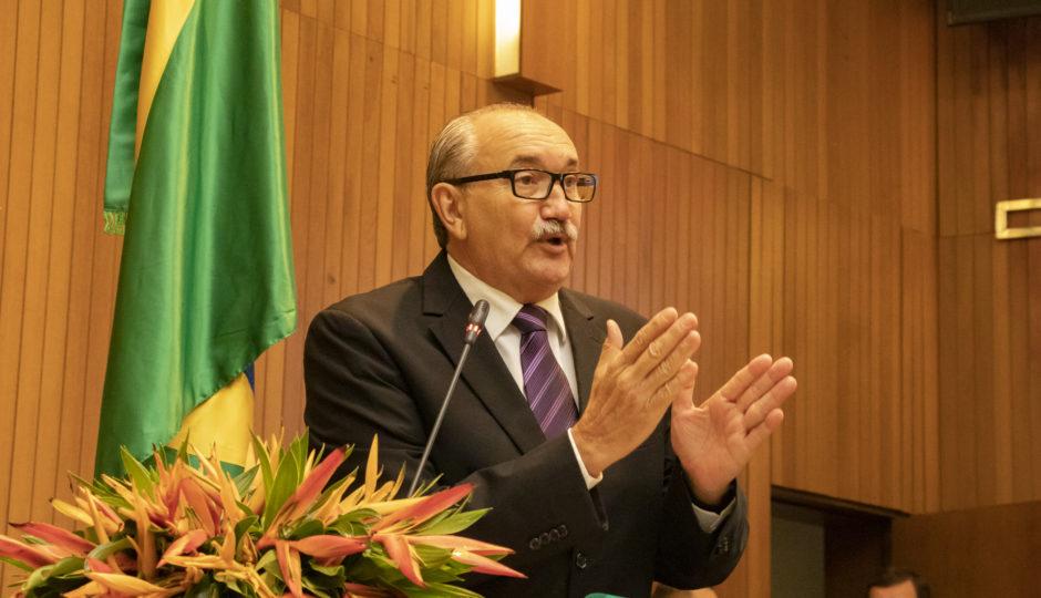 César Pires critica paralisação de obras na Uema por falta de recursos