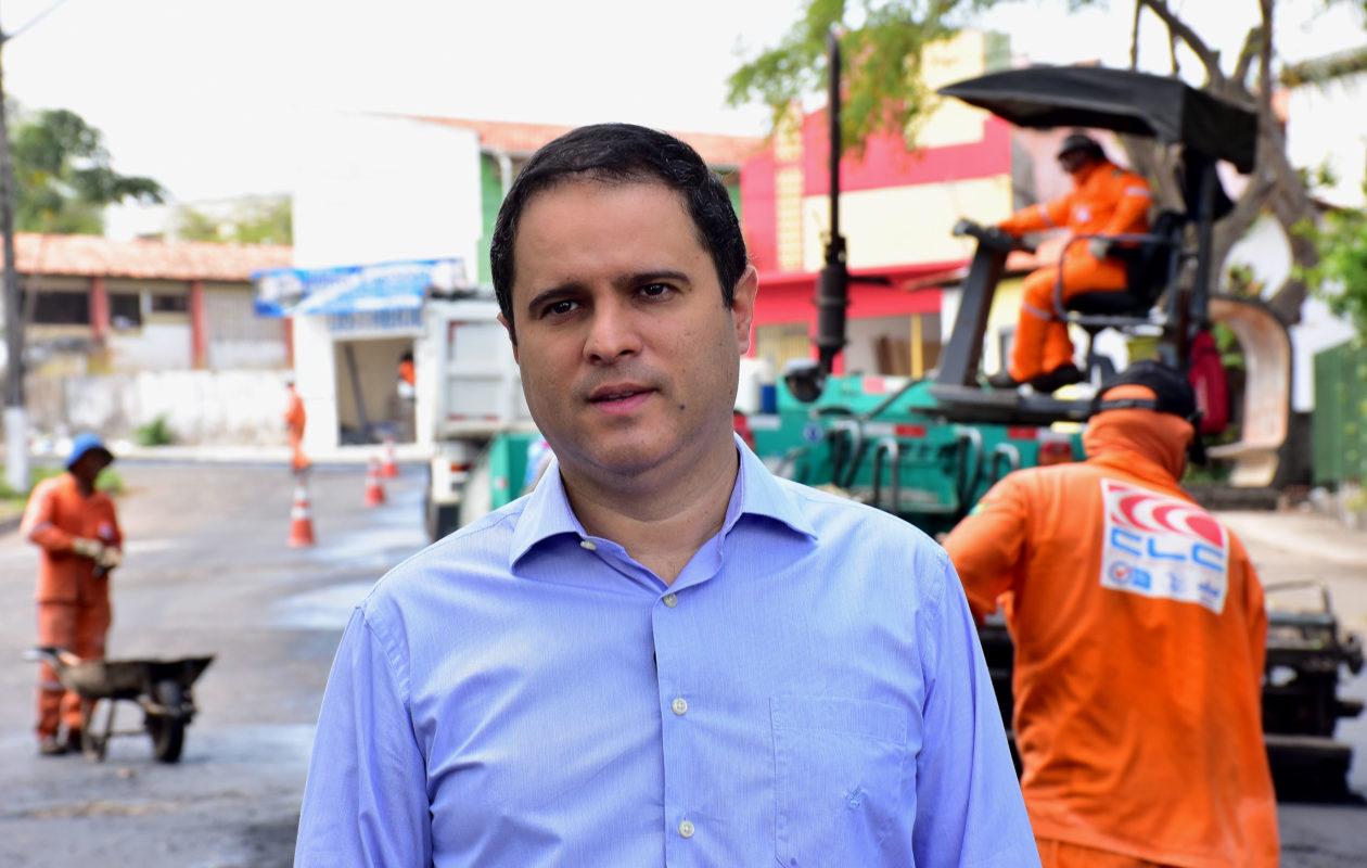 """""""Chegou o momento de avançar com o asfaltamento"""", promete Edivaldo"""