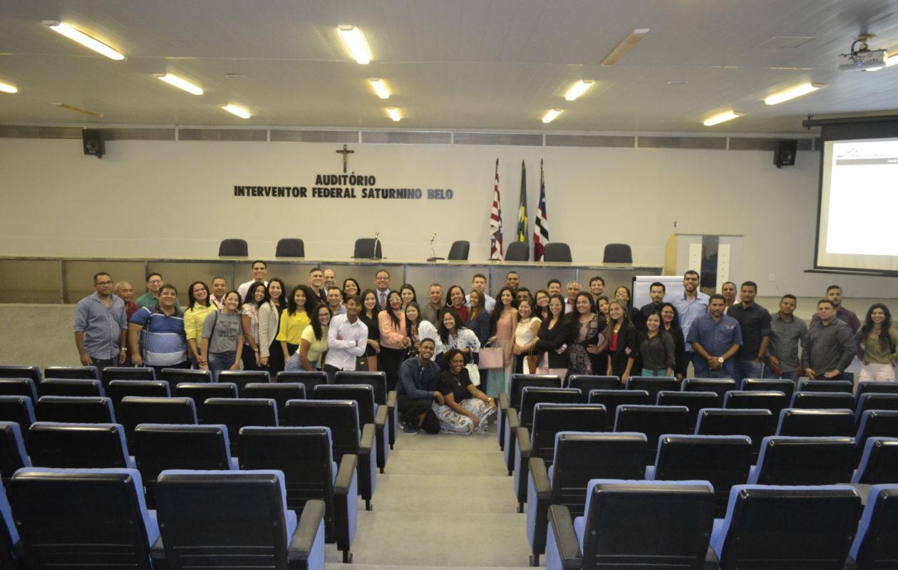 Estudantes de Direito do IESF participam do projeto 'Conhecendo o TCE'