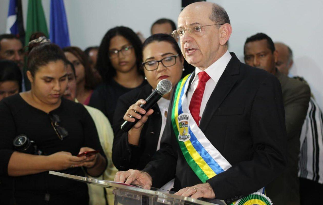Após críticas, prefeitura revoga contratos com empresa de ex-genro de Eudes Sampaio