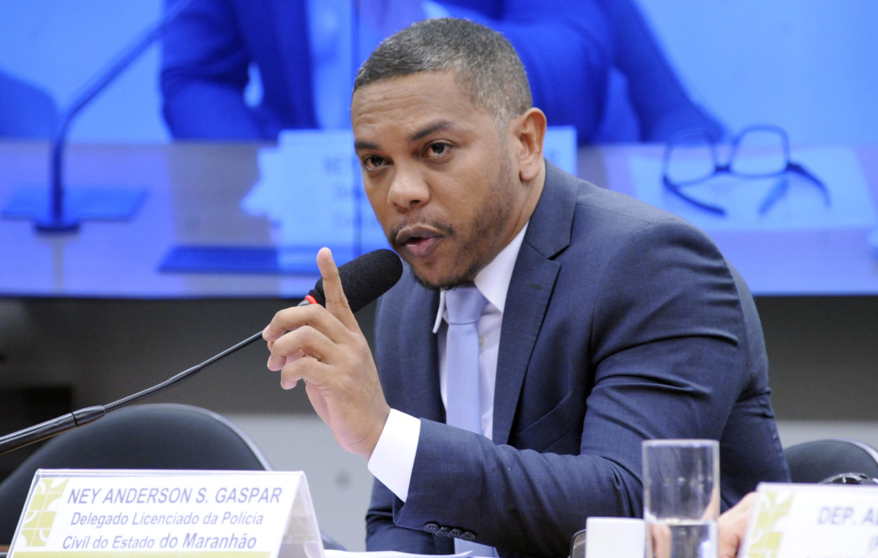 Polícia Civil promove delegado que acusa Portela no escândalo de espionagem