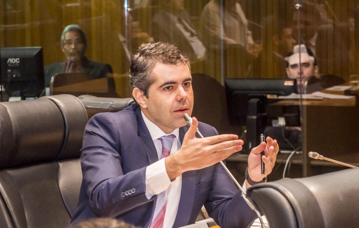 Adriano quer detalhes sobre repasses para obra do Hortomercado da Cidade Operária