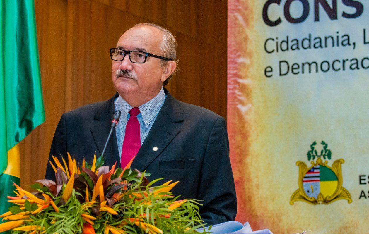 Para César Pires, Dino 'age muito pior que o governo Bolsonaro' na reforma da Previdência estadual
