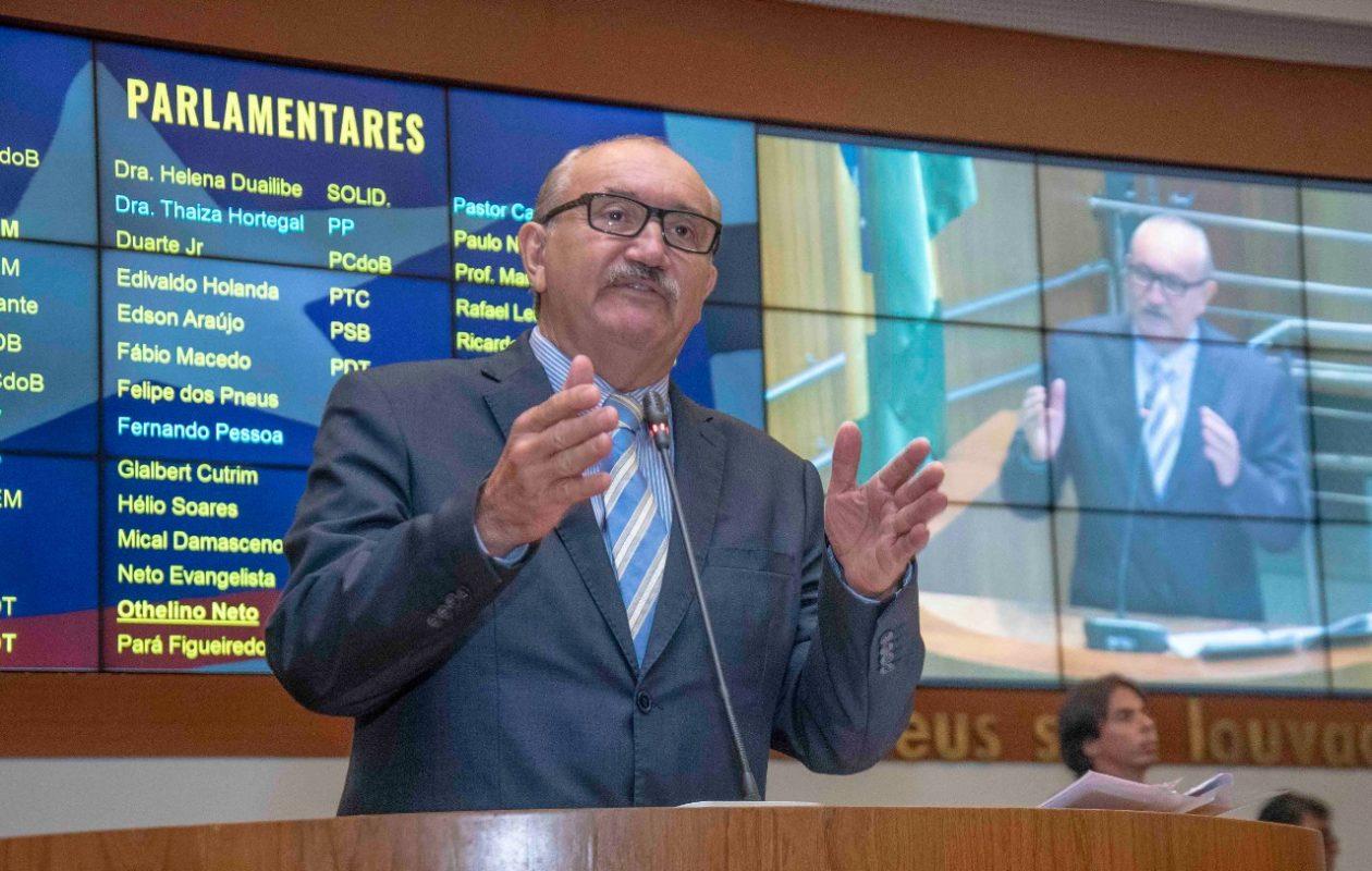 César Pires critica governo Dino e diz que Emserh enganou funcionários