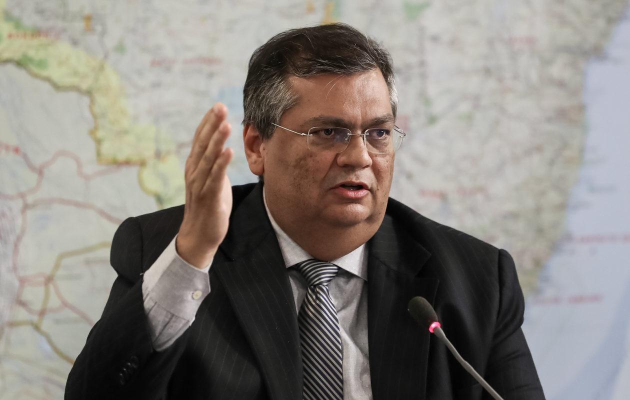 Governo Dino adita contrato sem licitação para locação de aeronaves