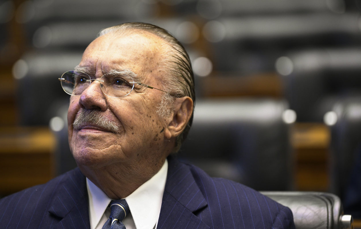 Sarney lamenta defesa de Eduardo Bolsonaro por 'um novo AI-5'