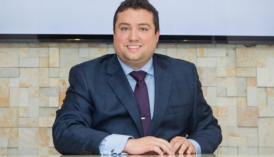 Bomfim manda PF devolver dólares apreendidos de Ravik Barros
