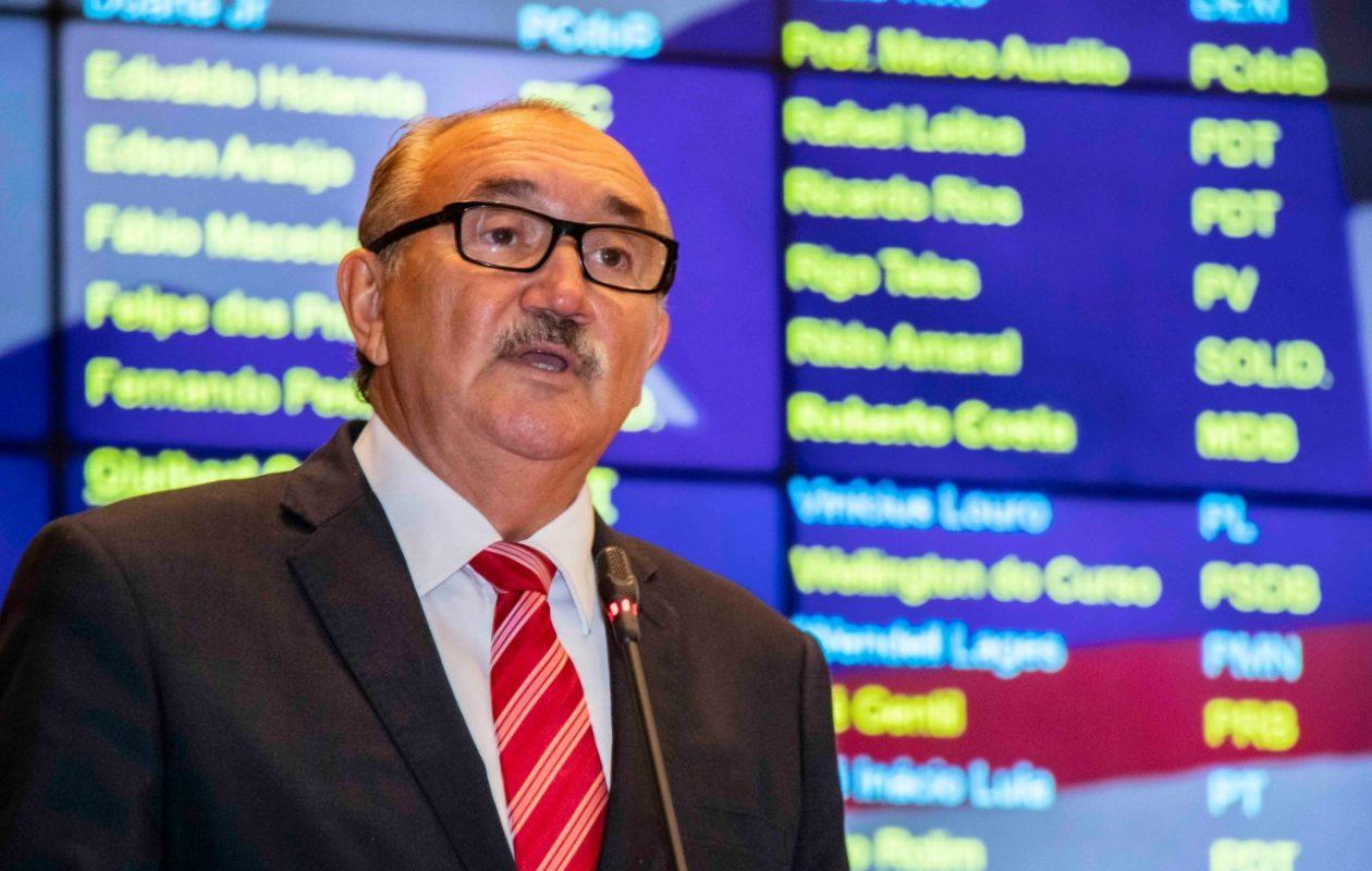 César Pires denuncia cobrança de taxas abusivas no Detran