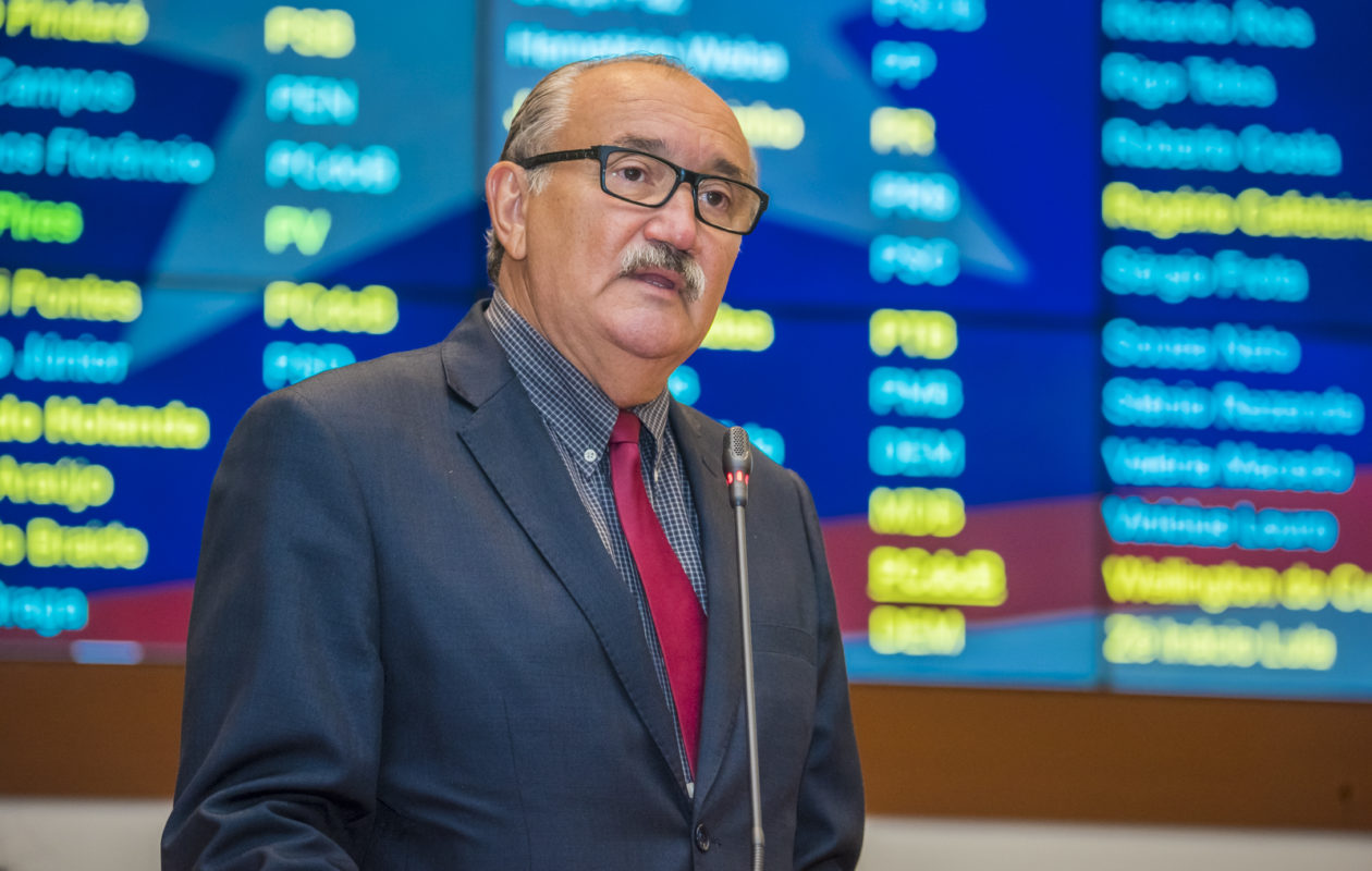 César Pires aponta ilegalidades e incoerência de Dino na reforma da Previdência estadual