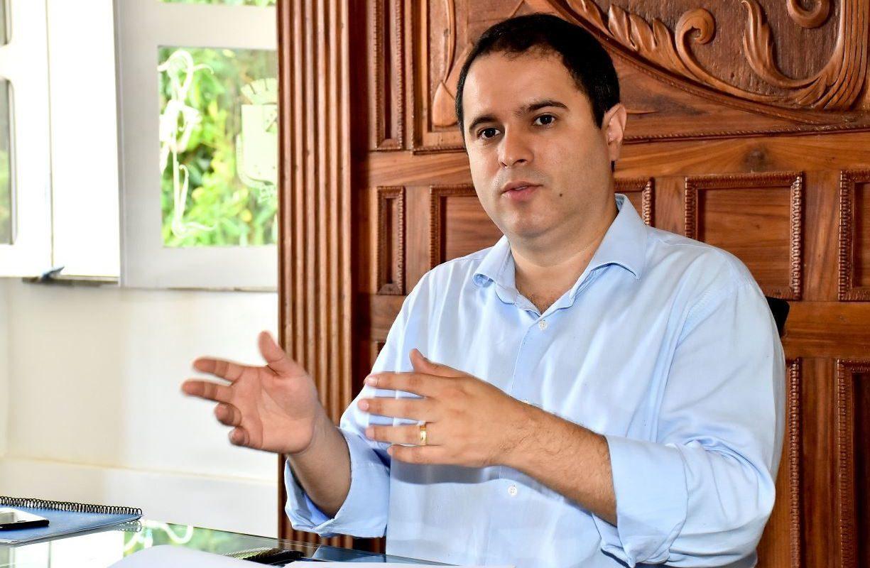 Edivaldo anuncia três mudanças no secretariado devido às eleições